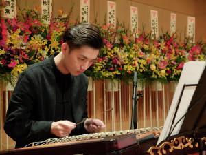 龍紀佑さんの揚琴演奏