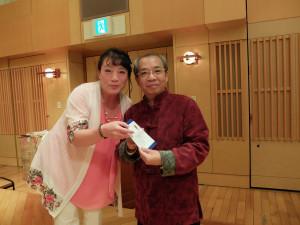最後は恒例の抽選会。黄嘉勝先生も当選しました。