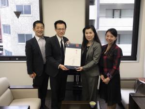 台湾貿易センター 呉俊澤所長(左から2人目)と。