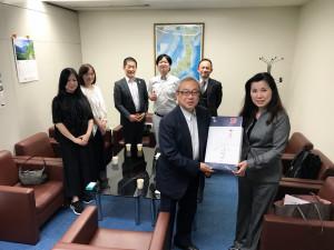 台北駐日経済文化代表処 蔡偉淦経済部次長(前列左)と。